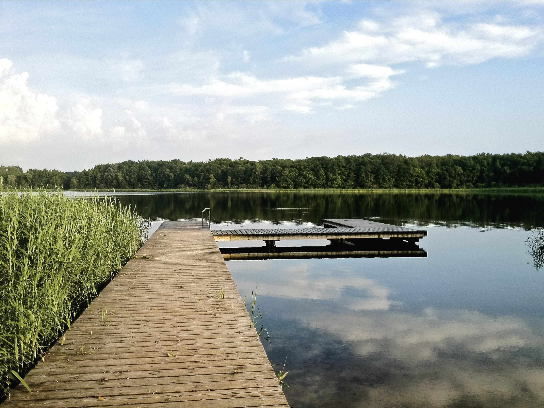 Das Gutshaus Lexow liegt idyllisch direkt am Wasser.